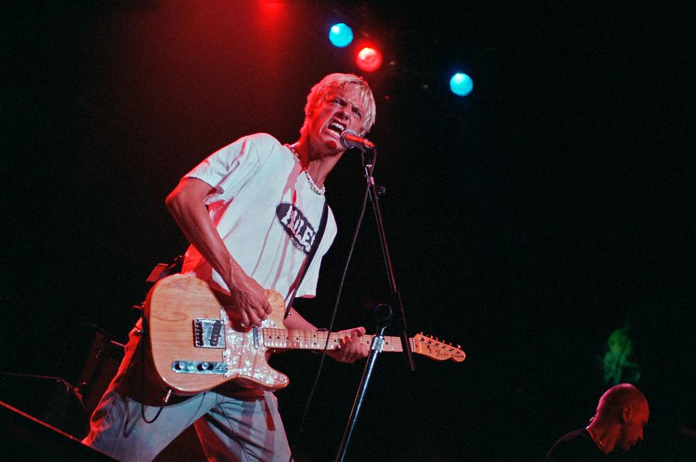 PHILADELPHIA - SEPTEMBER 13: Fuel singer Brett Scallions performs at Electric Factory on September 13, 1998, in Philadelphia, Pennsylvania. (Photo by Lisa Lake)