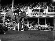 "04/08/1960<br /> 08/04/1960<br /> 04 August 1960<br /> R.D.S Horse Show Dublin (Thursday). Miss Pat Smythe of Great Britain on ""Flanagan""."