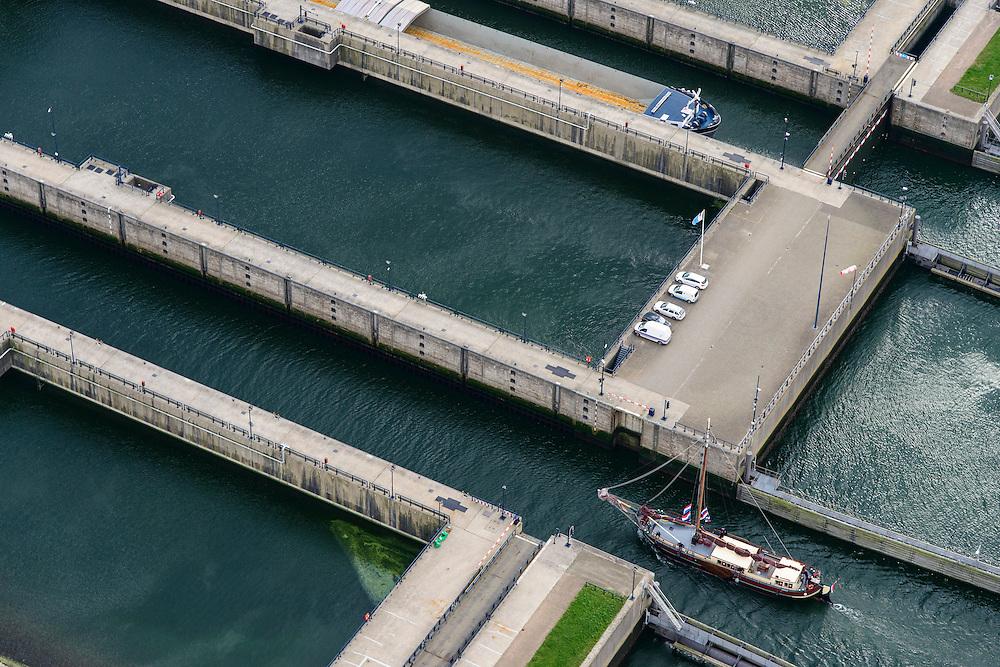 Nederland, Zeeland, Philipsdam, 23-10-2013; Krammersluizen onderdeel van de Schelde-Rijnverbinding. De sluizen bevinden zich tussen het zoete water van het  Volkerak en het zoute water de Oosterschelde (via de Krammer). Philipsdam with Krammersluizen, part of the Delta Works.<br /> luchtfoto (toeslag op standaard tarieven);<br /> aerial photo (additional fee required);<br /> copyright foto/photo Siebe Swart.