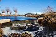 Watermangement in de polder van de Krimpenerwaard, Zuid-Holland. | Water management in the dutch polder in the area of the Krimpenerwaard, South Holland