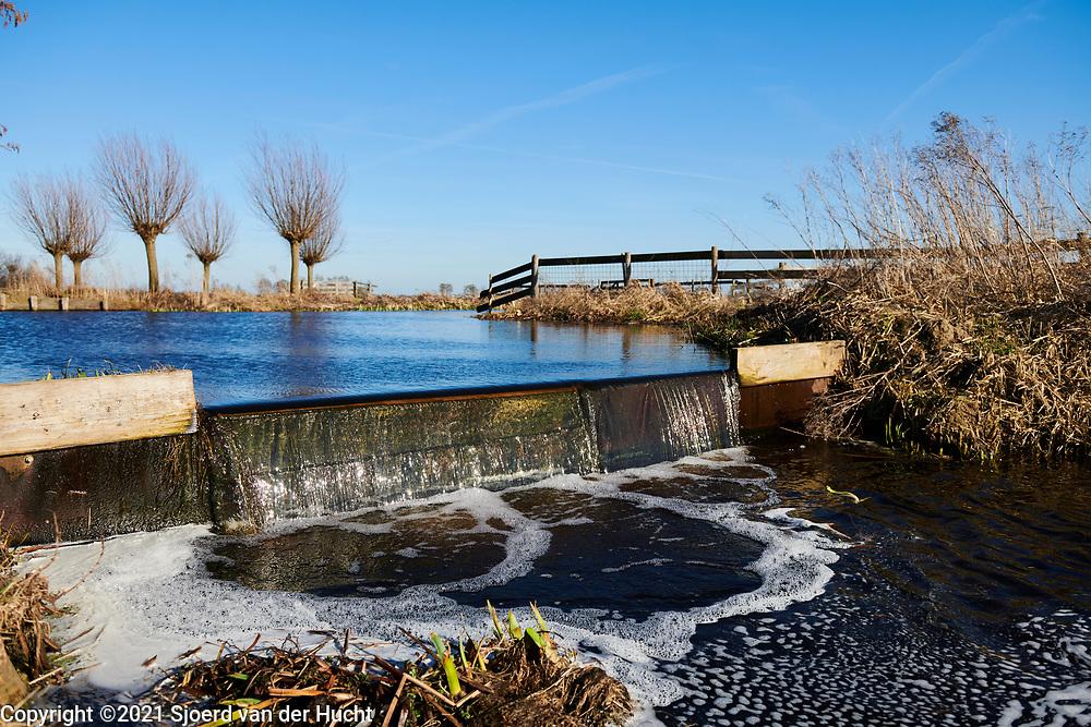 Watermangement in de polder van de Krimpenerwaard, Zuid-Holland.   Water management in the dutch polder in the area of the Krimpenerwaard, South Holland