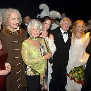 NLD/Amsterdam/20060715 - Premiere musical Rembrand, cast, oa, Maria van der Hoeven, Henk Poort en Karla Peijs, Henk van der Meijden