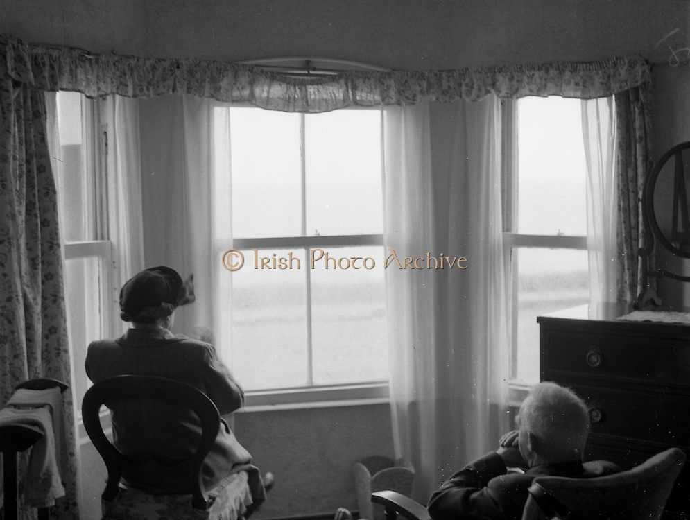 01/02/1957<br /> 02/01/1957<br /> 01 February 1957<br /> Possibly a view from inside Seaview House, Youghal Co. Cork.
