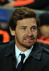 19.10.2011, Stamford Bridge Stadion, London, ENG, UEFA CL, Gruppe E, Chelsea FC (ENG) vs Racing Genk (BEL), im Bild Chelsea's manager Andre Villas-Boas looks on // during UEFA Champions League group E match between Chelsea FC (ENG) and Racing Genk (BEL) at Stamford Bridge Stadium, London, United Kingdom on 19/10/2011. EXPA Pictures © 2011, PhotoCredit: EXPA/ Propaganda Photo/ Chris Brunskill +++++ ATTENTION - OUT OF ENGLAND/GBR+++++