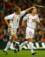 Fotball<br /> VM-kvalifisering<br /> Wales v Polen<br /> 13.10.2004<br /> Foto: BPI/Digitalsport<br /> NORWAY ONLY<br /> <br /> Wales v Poland. FIFA World Cup European Qualifying Group Six. Millenium Stadium. 13/10/2004.<br /> <br /> Thomasz Frankowski (R) celebrates Ploands first with Tomasz Rzasa