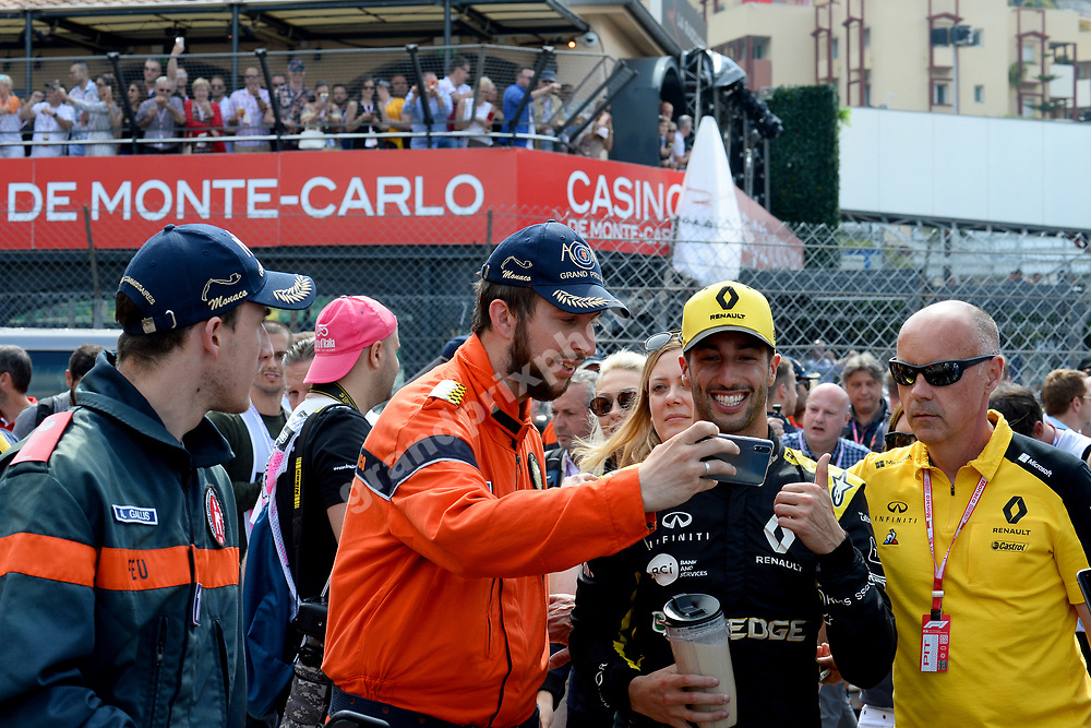 Daniel Ricciardi (Renault) taking selfie with marshall after qualifying for the 2019 Monaco Grand Prix. Photo: Grand Prix Photo