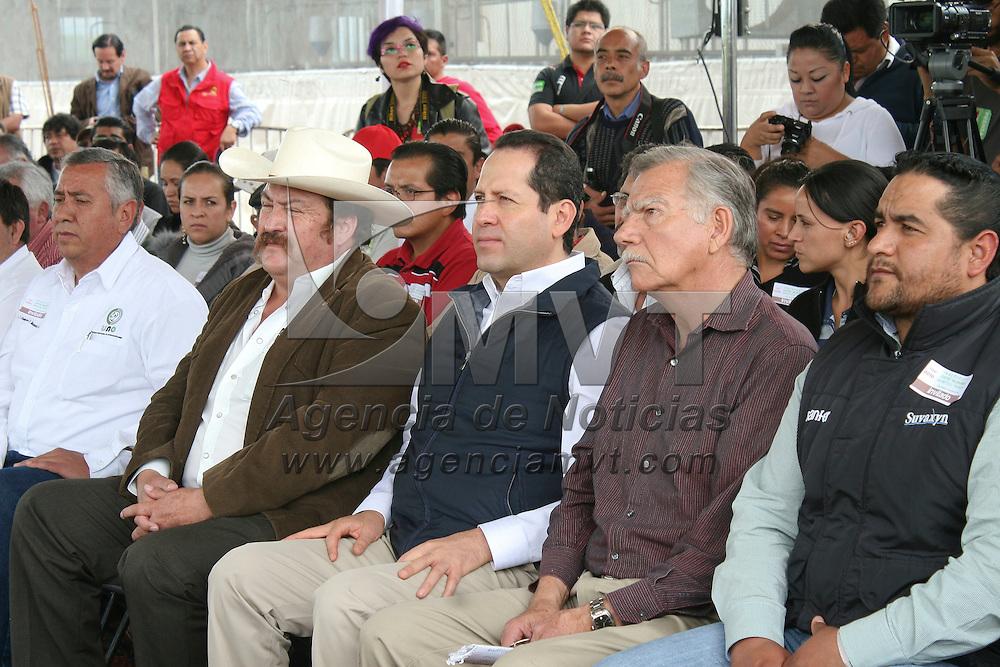 Toluca, México.- Eruviel Ávila Villegas, Gobernador del Estado de México inauguró las instalaciones del Centro de Mejoramiento Genético Porcino, en la comunidad de Piedras Blancas. Agencia MVT / José Hernández