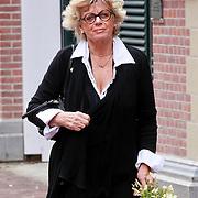 NLD/Amsterdam/20110722 - Afscheidsdienst voor John Kraaijkamp, Petra Laseur