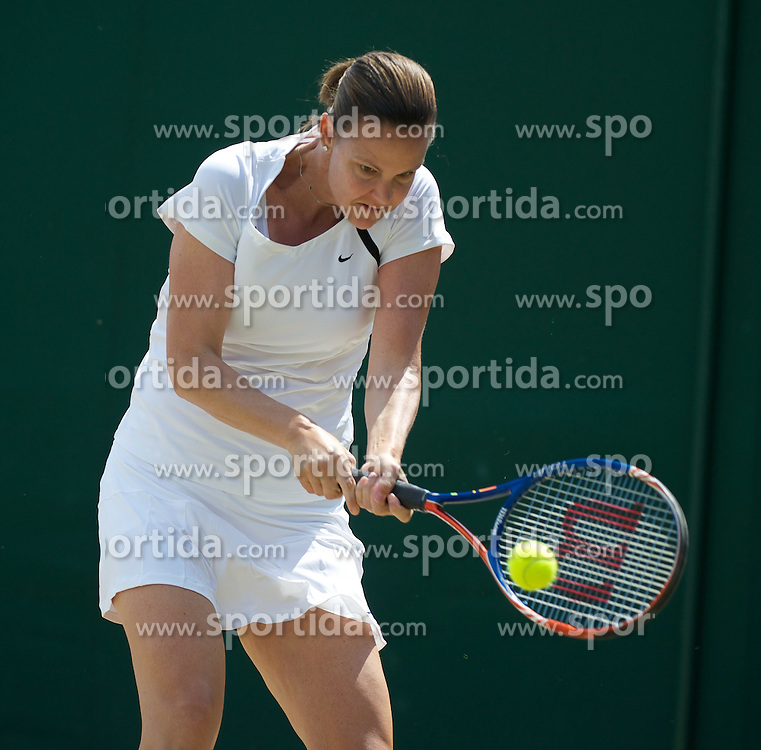 03.07.2011, Wimbledon, London, GBR, WTA Tour, Wimbledon Tennis Championships, Finale, im Bild Lindsay Davenport (USA) in action during the Ladies' Invitation Doubles Final match on day thirteen of the Wimbledon Lawn Tennis Championships at the All England Lawn Tennis and Croquet Club. EXPA Pictures © 2011, PhotoCredit: EXPA/ Propaganda/ David Rawcliffe +++++ ATTENTION - OUT OF ENGLAND/UK +++++