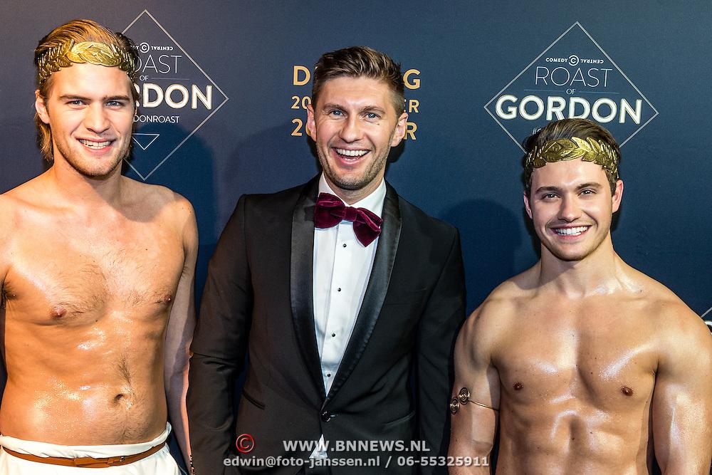 NLD/Amsterdam/20161213 - Inloop gasten The Roast of Gordon, Evgenie Levchenko en 2 naakte modellen