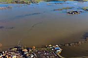 Nederland, Gelderland, Hattem, 20-01-2011; de IJssel bij hoogwater bij Hattem, de Hoenwaard is ondergelopen. De Hoenwaardse Weg door de uiterwaard, is geheel onder water komen te staan, de boerderijen geisoleerd..The high water of the river IJssel has completely isolated the farms along the road in the flood plains..luchtfoto (toeslag), aerial photo (additional fee required).copyright foto/photo Siebe Swart