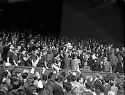 24/04/1960<br /> 04/24/1960<br /> 24 April 1960<br /> Soccer, F.A.I. Cup Final: Shelbourne v Cork Hibernians at Dalymount Park, Dublin. Shels Captain Dunne raises the cup.