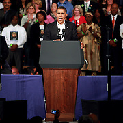 President Barack Obama while addresses a very entusiastic the crown.
