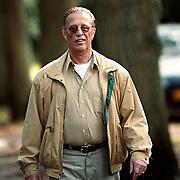 John de Mol Sr. wandelt door het bos na zijn ziekenhuisopname.