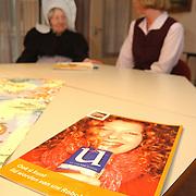 Rabobank houd zitting bejaardentehuis Vooranker Huizen, Mw. Horst en Wietske, folder