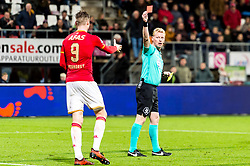 referee Kevin Blom gives a red card to Wout Weghorst of AZ during the Dutch Eredivisie match between AZ Alkmaar and Willem II Tilburg at AFAS stadium on November 04, 2017 in Alkmaar, The Netherlands