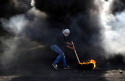 20.10.2015, Ramallah, PSE, Gewalt zwischen Palästinensern und Israelis, im Bild Ausschreitungen, Demostrationen und Zusammenstösse zwischen Palästinensischen Demonstranten und Israelischen Sicherheitskräfte // A Palestinian protester burns tires during clashes with Israeli security forces near the Jewish settlement of Beit El, near the West Bank city of Ramallah October 20, 2015. Triggered by Israeli incursions into the Al-Aqsa Mosque compound last month, violence and protests against Israel's occupation have increased in frequency across the West Bank, including East Jerusalem, and the Gaza Strip, Palestine on 2015/10/20. EXPA Pictures © 2015, PhotoCredit: EXPA/ APAimages/ Shadi Hatem<br /> <br /> *****ATTENTION - for AUT, GER, SUI, ITA, POL, CRO, SRB only*****