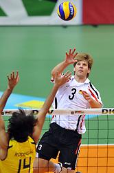 17.09.2010, Arena Ludwigsburg, Ludwigsburg, GER, Vorbereitung Volleyball WM 2010, Laenderspiel Deutschland ( GER ) vs. Brasilien ( BRA ) 3:2, im Bild Rodrigo Santana (#14 BRA) - Sebastian Schwarz (#3 GER / Perugia ITA). EXPA Pictures © 2010, PhotoCredit: EXPA/ nph/   Conny Kurth+++++ ATTENTION - OUT OF GER +++++