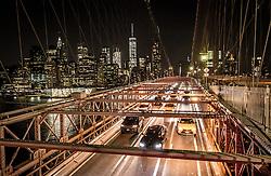 THEMENBILD - Die Brooklyn Bridge ist eine Schraegseil- und Haengebruecke in New York City und ist eine der aeltesten Bruecken dieses Typs in Amerika. Fertiggestellt 1883, verbindet sie Manhattan mit Brooklyn ueber den East River, im Bild die Strasse fuer Autos mit der Skyline von Manhattan, Aufgenommen am 28. August 2016 // The Brooklyn Bridge is a hybrid cable-stayed/suspension bridge in New York City and is one of the oldest bridges of either type in the United States. Completed in 1883, it connects the boroughs of Manhattan and Brooklyn by spanning the East River. This picture shows the roadway with with the skyline of Manhattan, New York City, United States on 2016/08/28. EXPA Pictures © 2016, PhotoCredit: EXPA/ Sebastian Pucher