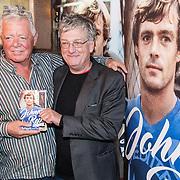 NLD/Amsterdam/20161125 - Boekpresentatie Johnny Rep Biografie, Johnny Rep en schrijver Mark van den Heuvel