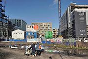 Nederland, Amsterdam, 12-12-2019 Bouwactiviteiten bij station Amsterdam RAI langs de zuidas. Woningen, kantoren, kantoorgebouw,kantoorruimte,  in project Sud. Hijskraan, kraan,kranen, hijskranen . Foto: Flip Franssen