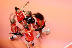 20180529 NED: Volleyball Nations League Netherlands - Poland, Apeldoorn<br />Netherlands celebrate a point<br />©2018-FotoHoogendoorn.nl