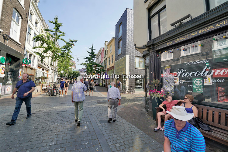 Nederland, Nijmegen, 12-8-2020 Straatbeeld in het stadscentrum .Foto: ANP/ Hollandse Hoogte/ Flip Franssen