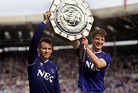 Fotball<br /> England <br /> Foto: Colorsport/Digitalsport<br /> NORWAY ONLY<br /> <br /> Peter Reid and Wayne Clarke (Everton) display the Charity Shield trophy. Everton v Coventry City. FA Charity Shield @ Wembley. 1/8/87