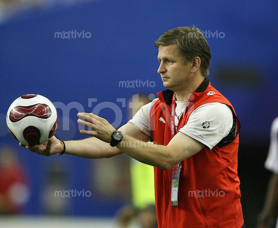 Fussball International U 20 WM  Tschechien 2-1 Panama CZE Trainer Miroslav Soukup (CZE) mit Ball