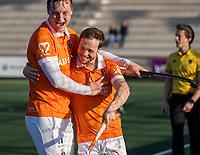 ROTTERDAM -  Roel Bovendeert (Bldaal) , maakt het winnende doelpunt,  , en brengt de stand, even voor tijd, op 1-2   tijdens de competitie hoofdklasse hockeywedstrijd mannen,  Rotterdam-Bloemendaal (1-2). links Floris Wortelboer (Bldaal) .  COPYRIGHT  KOEN SUYK