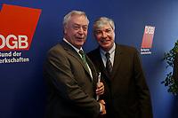 05 MAR 2002, BERLIN/GERMANY:<br /> Dieter Schulte (L), Vorsitzende des DBG, und Michael Sommer (R), Stellv. Vorsitzender der Gewerkschaft ver.di, waehrend einer Pressekonferenz zur bekanntgabe seiner Kandidatur als Vorsitzender des Deuschen Gewerkschaftsbundes, DGB<br /> IMAGE: 20020305-01-009<br /> KEYWORDS: Handshake