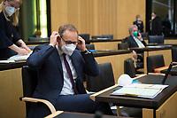 DEU, Deutschland, Germany, Berlin, 12.02.2021: Berlins Regierender Bürgermeister Michael Müller (SPD) bei der 1000. Plenarsitzung des Bundesrats. Aufgrund der Pandemie müssen alle Teilnehmer medizinische Masken bzw. FFP-2 Masken tragen.