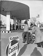 Petrol Strike at Dublin Garages.15/11/1959 motorbikes, Q, Queue, shortage, rationing, shell, delivery drivers, pushing, out of fuel,