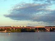 Järnvägsbroarna över Årstaviken. Infarten till Stockholm från södra stambanan.