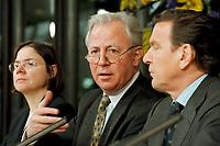 11.01.1999, Deutschland/Bonn:<br /> Jacques Santer, Präsident der Europäischen Kommission, während der Pressekonferenz zur gemeinsamen Sitzung von Bundeskabinett und Europäischer Kommission, Informationssaal, Bundeskanzleramt, Bonn<br /> IMAGE: 19990111-04/01-17<br /> KEYWORDS: Gerhard Schroeder