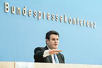 """31 MAR 2020, BERLIN/GERMANY:<br /> Hubertus Heil, SPD, Bundesarbeitsminister,. waehrend einer Pressekonferenz zum Thema """"Zur Lage am deutschen Arbeitsmarkt"""" waehrend der Corona-Krise, Bundespressekonferenz<br /> IMAGE: 20200331-01-039<br /> KEYWORDS: BPK"""
