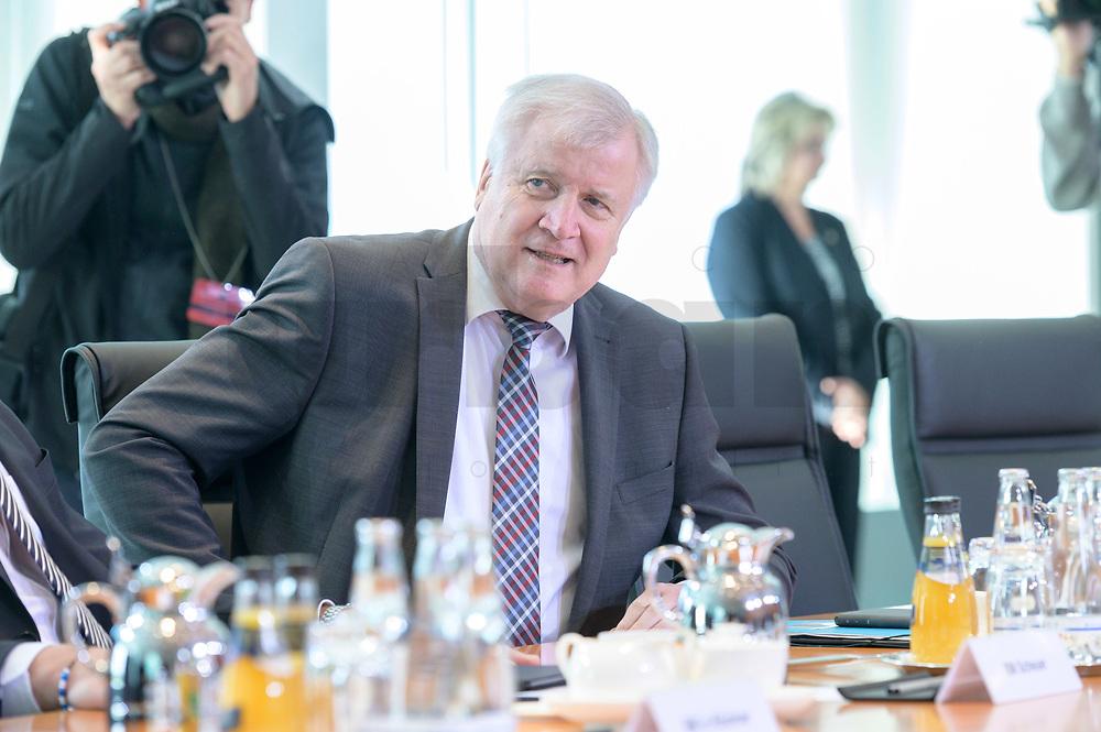 09 OCT 2019, BERLIN/GERMANY:<br /> Horst Seehofer, CSU, Bundesinnenminister, vor Beginn der Kabinettsitzung, Bundeskanzöeramt<br /> IMAGE: 20191009-01-003<br /> KEYWORDS: Sitzung, Kabinett