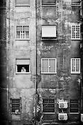 Una donna affacciata alla finestra di una palazzina popolare del quartiere Tor Pignattara. Roma, 12 giugno 2011. Christian Mantuano / OneShot <br /> A woman at the window of a building in the popular neighborhood Torpignattara. Rome, 12 June 2011. Christian Mantuano / OneShot