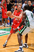 DESCRIZIONE : Siena Lega A 2008-09 Playoff Finale Gara 2 Montepaschi Siena Armani Jeans Milano<br /> GIOCATORE : Jobey Thomas<br /> SQUADRA : Armani Jeans Milano<br /> EVENTO : Campionato Lega A 2008-2009 <br /> GARA : Montepaschi Siena Armani Jeans Milano<br /> DATA : 12/06/2009<br /> CATEGORIA : passaggio<br /> SPORT : Pallacanestro <br /> AUTORE : Agenzia Ciamillo-Castoria/G.Ciamillo