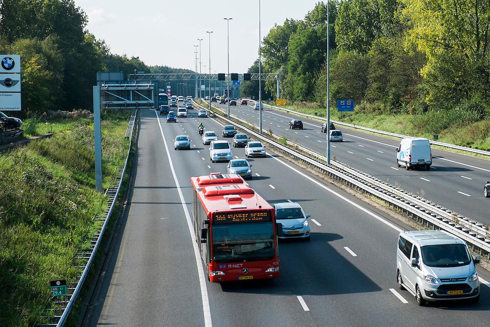 Nederland,Amstelveen, 15 sept  2014<br /> Sneweg A9 bij Amstelveen. Er zijn plannen om deze snelweg overdekt te maken daar waar hij Amstelveen doorkruist. <br /> Foto: (c) Michiel Wijnbergh