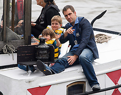 © Licensed to London News Pictures. 22/06/2016. London, UK.  A barge carrying BRENDAN COX, husband of murdered MP Jo Cox, arrives in Westminster with his children CUILLIN and LEJLA for a memorial service to mark the life of the Labour MP for Batley and Spen, who would have turned 42 today. Jo Cox was  Photo credit: Ben Cawthra/LNP