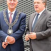 NLD/Tilburg/20170916 - Beatrix bij opening jubileum expositie 25 jaar museum De Pont, burgemeester Peter Noordanus en Wim van de Donk is de commissaris van de Koning van de provincie Noord-Brabant