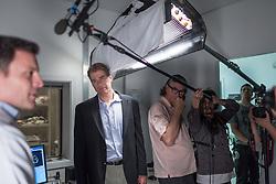 O neuroeconomista Paul Zack, durante gravação de documentário no hospital da PUC-RS, em Porto Alegre. FOTO: Jefferson Bernardes/ Agência Preview
