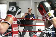 Boxen: 1. Bundesliga, Hamburg Giants, Hamburg, 13.02.2017<br /> Pressetraining zur Kooperation mit dem Hamburger Profi-Boxstall EC Boxing:<br /> Igor Mikhalkin (EC Boxing) und Trainer Buelent Baser<br /> © Torsten Helmke