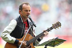 02.07.2011, Allianz Arena, Muenchen, GER, 1.FBL, FC Bayern Muenchen Saisoneröffnung , im Bild Willi Astor Spielt die Bayern hymne  , EXPA Pictures © 2011, PhotoCredit: EXPA/ nph/  Straubmeier       ****** out of GER / CRO  / BEL ******
