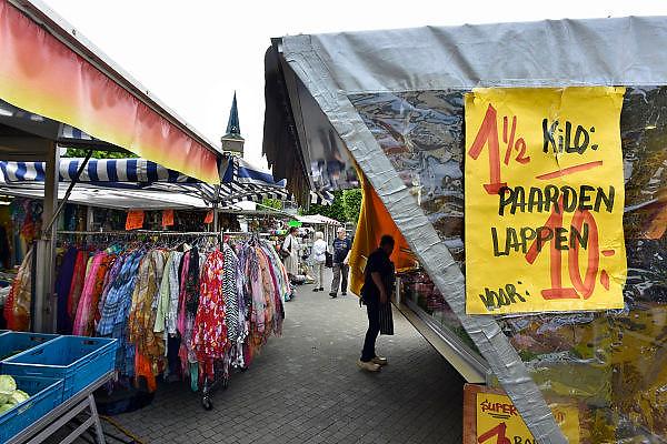 Nederland, Wijchen, 28-8-2014 Opde markt is paardenvlees goedkoop en in de aanbieding. FOTO: FLIP FRANSSEN/ HOLLANDSE HOOGTE