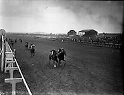 25/06/1958<br /> 06/25/1958<br /> 25 June 1958<br /> Irish Derby at the Curragh Racecourse, Co. Kildare. View of the race finish.