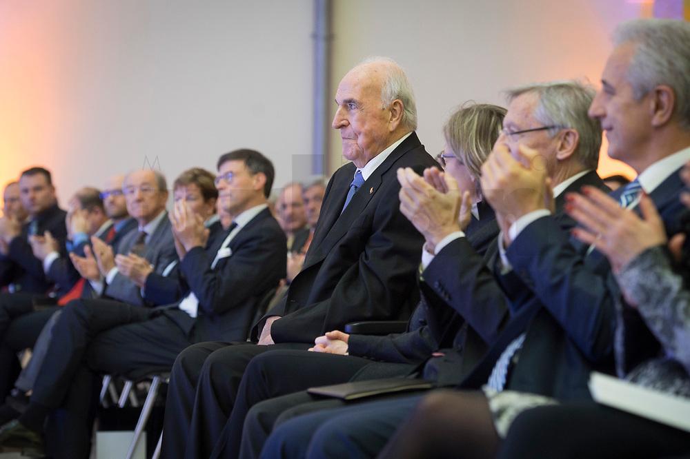 19 DEC 2014, DRESDEN/GERMANY:<br /> Helmut Kohl (M), CDU, Bundeskanzler a.D., Veranstaltung der Konrad-Adenauer-Stiftung am 25. Jahrestag der Rede von Helmut Kohl vor der Ruine der Frauenkirche, Albertinum<br /> IMAGE: 20141219-01-051<br /> KEYWORDS: Applaus, applaudieren, klatschen