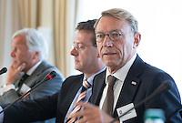SOESTDUINEN - Willem Zelsman wordt de nieuwe voorzitter van de NGF . Algemene Ledenvergadering van de NGF (Nederlandse Golf Federatie) met bestuurswisseling. naast hem Jeroen Stevens. COPYRIGHT KOEN SUYK