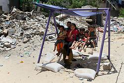 06.07.2015, Rafah, PSE, Nahostkonflikt zwischen Israel und Palästina, im Bild Wiederaufbau nach dem Krieg im vergangenen Sommer // Palestinian children play on the ruins of houses, that witnesses said were destroyed by Israeli shelling during a 50-day war last summer, Palestine on 2015/07/06. EXPA Pictures © 2015, PhotoCredit: EXPA/ APAimages/ Abed Rahim Khatib<br /> <br /> *****ATTENTION - for AUT, GER, SUI, ITA, POL, CRO, SRB only*****